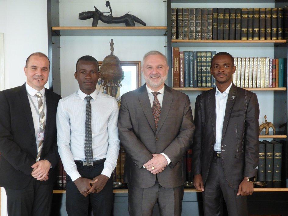 L'ambassadeur reçoit deux boursiers Eiffel - JPEG